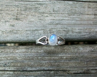 Vintage Heart Shaped Sterling Silver Marked 925 Gorgeous Blue Flash Rainbow Moonstone Ring Size 6.5