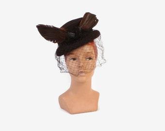 Vintage 40s Tilt HAT / 1940s Dark Brown Feather & Veil Topper Hat