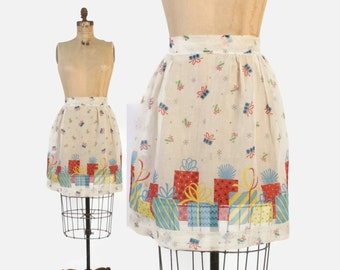 Vintage 50s Christmas APRON / 1950s Novelty Print Cotton Voile Xmas Gifts Hostess Apron