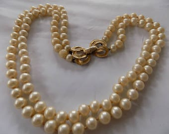 Vintage necklace, double strand champagne 8 mm. faux pearl necklace, bow clasp, 1940s necklace, elegant necklace, vintage jewelry