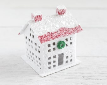 Peppermint Christmas House - Red and White Manor House Vintage Style Decoration