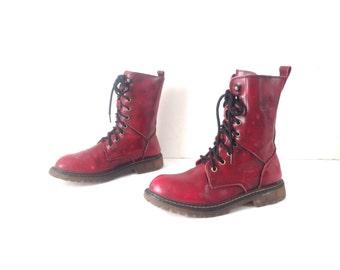 Doc Marten style women's COMBAT style vintage 90s black boots -- size 7 women's vintage