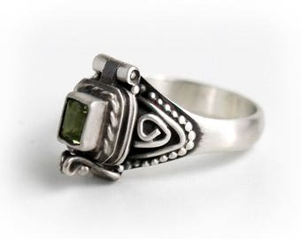 Peridot Poison Ring, Rectangle Green Locket Ring, Sterling Silver Chamber Ring, Birthstone Secret Compartment Ring, SIZE 5, 6.5, 8 (P5)