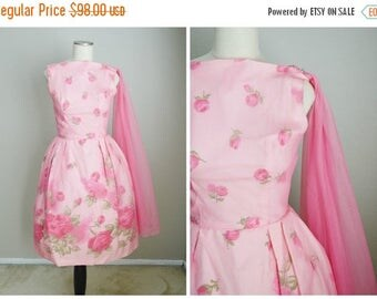 Memorial SALE - 15% off - vintage 50s pink floral roses dress with pink sash // womens xsmall small