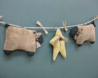 Primitive Lamb & Star Garland - 2 Lambs and 1 Star - Primitive Home Decor - Sheep with Star Garland - Fabric Grungy Muslin Stuffed Sheep