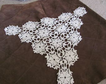 """Doily Vintage Handmade White Crocheted Doily Table Runner Chair Scarf  Triangle 20"""" (#36B)"""