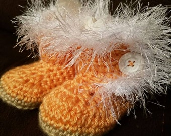 Infants Size 6m Peach & White Furry Booties