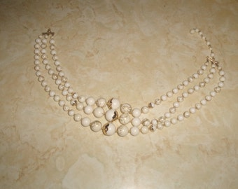 vintage necklace triple strand white lucite gold swirl