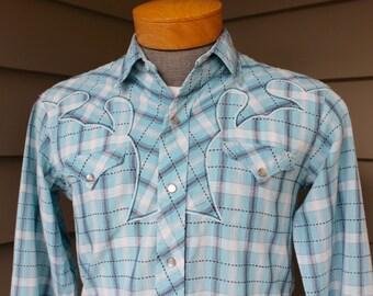 vintage 1950's Men's Western long sleeve shirt. Fancy weave cotton w/ wild details.  Pearl snaps. Small - Medium 15