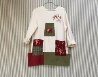 Upcycled Plus Size Christmas Tunic Sweatshirt, Shabby Chic Tunic with Big Patchwork Pockets
