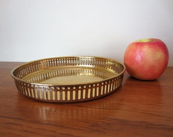 Vintage round brass gallery tray.  Brass tray.  Hollywood Regency style brass tray.  Round brass serving tray.