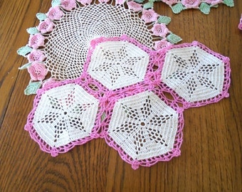 4 Vintage Pink And White Doilies / Table Doilies / Crochet Doilies / Shabby Sweet / Cottage Decor / Girly / Pink Decor / Dolly Doily Rugs