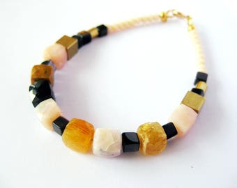 Beaded bracelet in light pink, black and mustard yellow, cube beads, pink opal