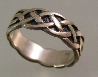 Vintage  Celtic Knot Band Ring in Sterling Silver.....  Lot 5273