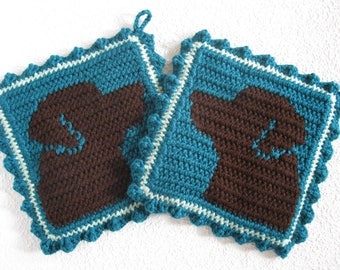 Labrador Retriever Potholders. Teal, crochet pot holders with chocolate Labs. Dog kitchen decor