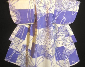 Vintage Infant Girl's Japanese Yukata Summer Kimono - Like New - White / Lavender Floral Pattern.