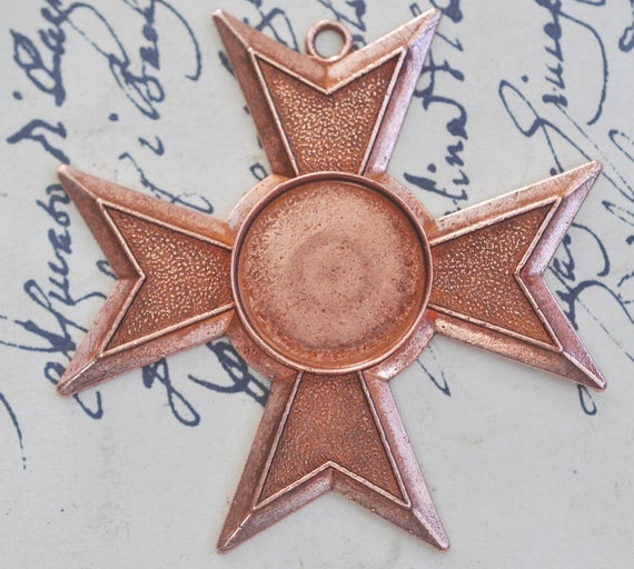 Maltese brass cross pendant with 18mm cabochon setting