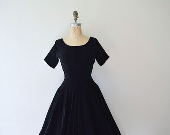 Black velvet dress . 1950s black vintage party dress