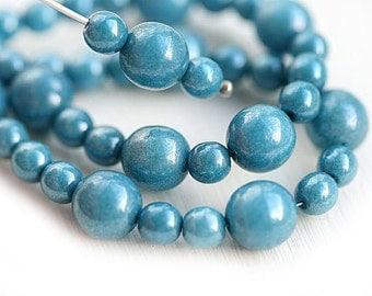 Blue beads mix, Montana blue round beads with luster, czech glass, jewelry making spacers, druk, 5mm, 8mm - 40pc - 1713