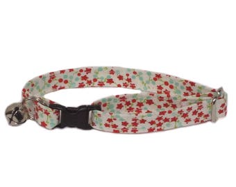 Tiny Red Flowers adjustable breakaway cat collar