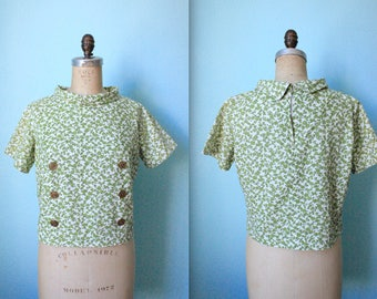 vintage green and cream floral cropped top / rolled collar / zip back / button front