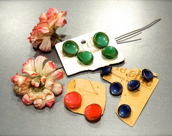 VINTAGE: 1940's - 11 Blue, Green, Orange Glass Buttons on Cards - Le Chic - Made in Germany - SKU 18-A4-00008496