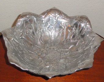 1992 ARTHUR COURT Calla Lily Lilies & Rabbits Bunnies Large Detailed Metal Bowl