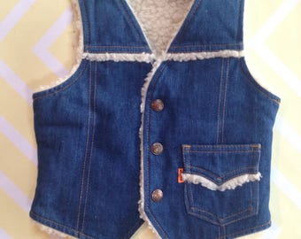 vintage levi's denim jean sherpa lined vest with snaps and a pocket size 2-3 years