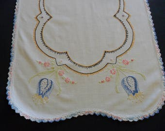 "Vintage White Dresser Scarf, 15"" X 40"" hand embroidered with hand crocheted lace edging flower green shabby chic"