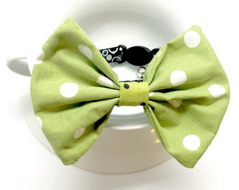 Cat bow tie, cat accessory, cat fashion, green pet bow tie,  collar attachment, cotton woven bow tie, polka dot print, pets photo prop
