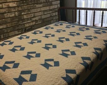 Quilt / Blue and White Quilt / Blue Quilt / Antique Quilt / Vintage Quilt / Handmade Quilt / Homemade Quilt /Blue Quilts / Collectors Quilt