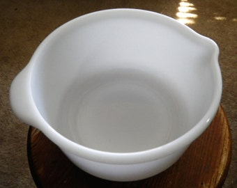 4 Quart Large Farmhouse Milkglass Mixing Bowl with Pour Spout White Perfect for Electric Mixer Baking Cooking Pouring Kitchen Vessel White