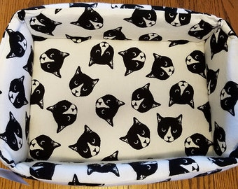 """The """"Box"""" Bed for Pets, Flannel Cat Heads"""