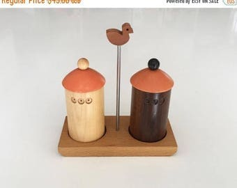 ON SALE Vintage Italian Birdhouse Salt & Pepper Set