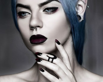 Lupus Midi Ring in Black - A large celestial Moon crescent on a double band midi ring