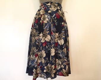 Vintage 1970s Skirt / 28 Inch Waist / Batik Print Skirt