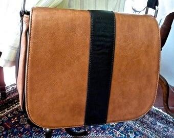 Vintage Purse - Woman's - Genuine Leather - Crossbody Bag - Shoulder Bag - Adjustable Strap - Tan Brown - Multipocket - Saddle Style Bag