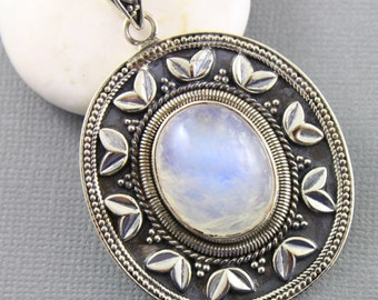 Rainbow Moonstone Pendant, 925 sterling silver pendant, Silver Pendant, Pendant for Necklace, Rainobow Moonstone, Artisan Pendant, (SP-7036)