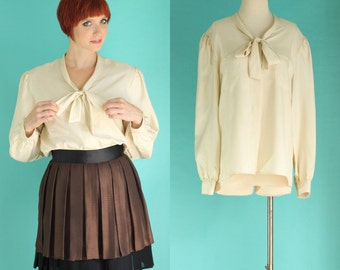 Vintage 70s Secretary Blouse - Off White Bow Blouse - Tie Neck Blouse - Ivory Blouse - Long Sleeve Silky Blouse -  Size Large / XL