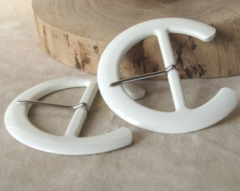 Large white plastic VINTAGE buckle with metal pin - 6cm/2.3ins belt - moon shape