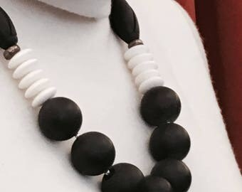 Onyx / white coral necklace (Nr. 20)