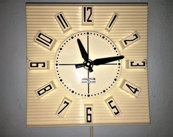 Plastic Black and White RETRO WALL CLOCK by Spartus  electric with original box