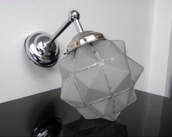 An original Art Deco wall light in awesome condition, graphic light