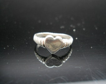 Small Heart Ring Sterling Silver Scalloped Thin Band Size 6