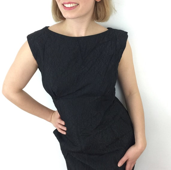 1950s dress metallic black crinkle rayon dress hourglass 50s wiggle UK 8 Marcusa party pencil skirt vintage slate gray crossover low back