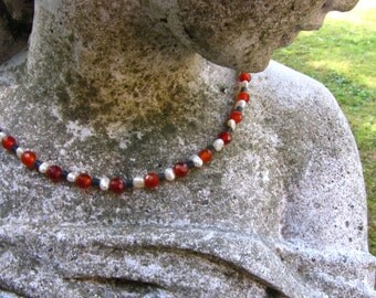 Necklace with carnelian beads. Freshwater Pearl and serpentine