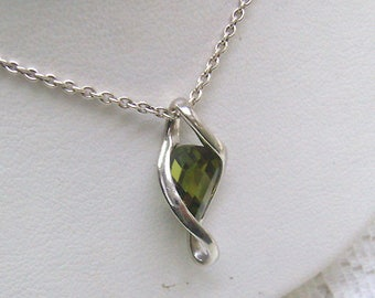 Vintage Sterling Silver Peridot Pendant/Necklace...Faceted Peridot...Sterling Chain....METALSMITH Tag...August Birthstone