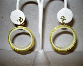 Vintage laminated lucite dangle go-go clip on earrings round lemon rind rhinestone