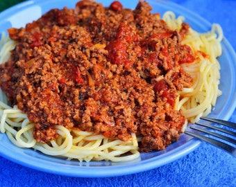 Greek-Style Spaghetti with Sauce (Makaronia Me Kima)
