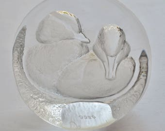 Swedish Mats Jonasson Ducks Glass Sculpture Paperweight Signed